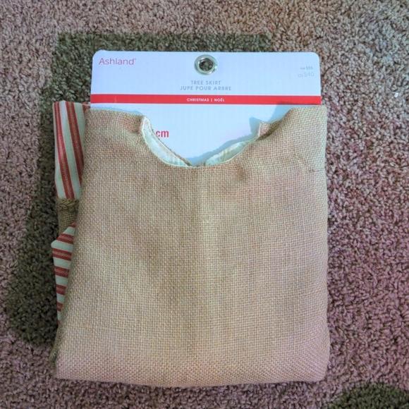 Ashland tree skirt